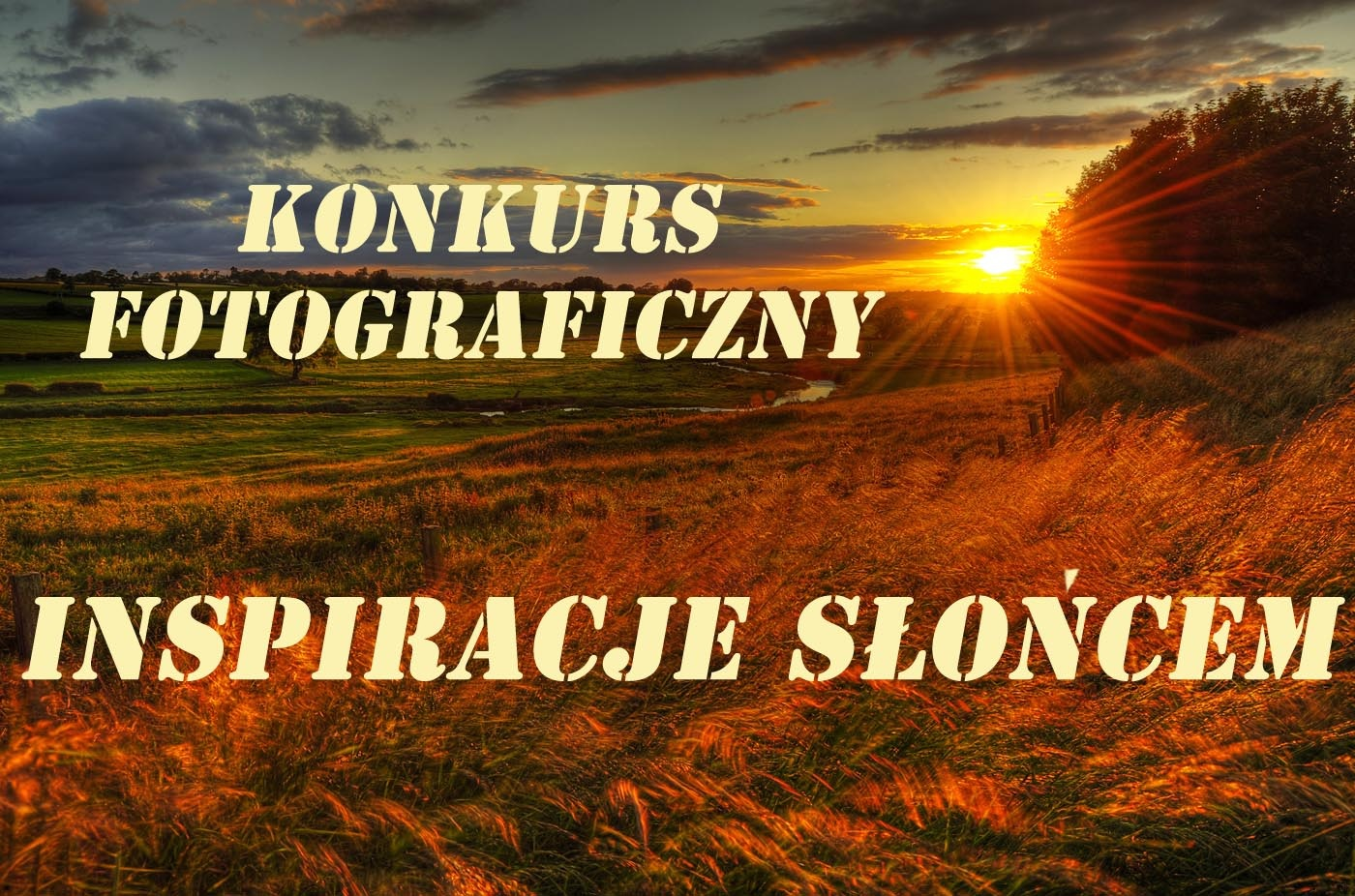 """Zacód słońca nad malowniczą krainą. Na zdjęciu napis: Konkurs fotograficzny """"Inspiwowani słońcem"""""""
